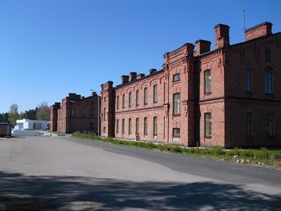 Kymenlaakso Polytechnic là một trong 29 trường đại học Bách khoa được bộ Giáo dục và đào tạo Phần Lan cấp giấy phép tuyển sinh từ năm 1992. Doanh thu hàng năm của trường lên đến 23 tỷ Euro. Trường có hai cơ sở đặt tại hai thành phố Kotka và Kouvola với 3500 sinh viên và 500 giáo viên.