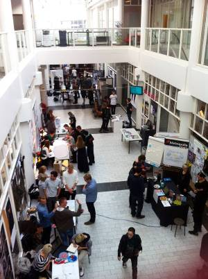 Metropolia đào tạo chương trình đại học và cao học trên đa dạng các ngành nghề như Công nghệ thông tin, Chăm sóc sức khỏe, Dịch vụ xã hội, Kinh tế và Văn hóa với ngôn ngữ giảng dạy là tiếng Anh và Phần Lan. Chương trình đào tạo có liên kết chặt chẽ với thị trường lao động và kinh doanh.