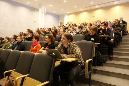 Trường có khoảng 17.000 sinh viên và nhân viên 3.000. Trường được xếp hạng nhì trong Bảng xếp hạng học thuật của các trường Đại học Thế giới,