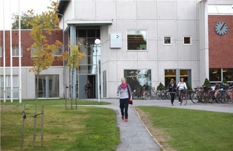 Đại học khoa học ứng dụng Satakunta (SAMK) tọa lạc tại vùng Satakunta, bờ biển phía Tây Phần Lan. Trường có trụ sở chính nằm tại Pori, các cơ sở khác tại Huittinen, Kankaanpää và Rauma, mang lại không gian thoải mái, điều kiện sống an toàn, với sự phong phú về thiên nhiên và cơ hội cho các hoạt động giải trí tuyệt vời cho sinh viên.