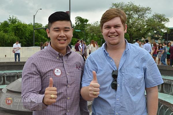 Thầy Corey Stone (bên phải) cùng bạn Đức Nguyễn, du học sinh Việt tại Texas.