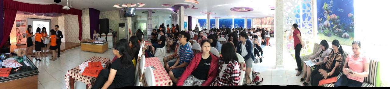 Hội thảo thu hút hàng trăm quý phụ huynh, các bạn học sinh, sinh viên